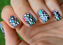 black-and-white-geometric-nail-art-2